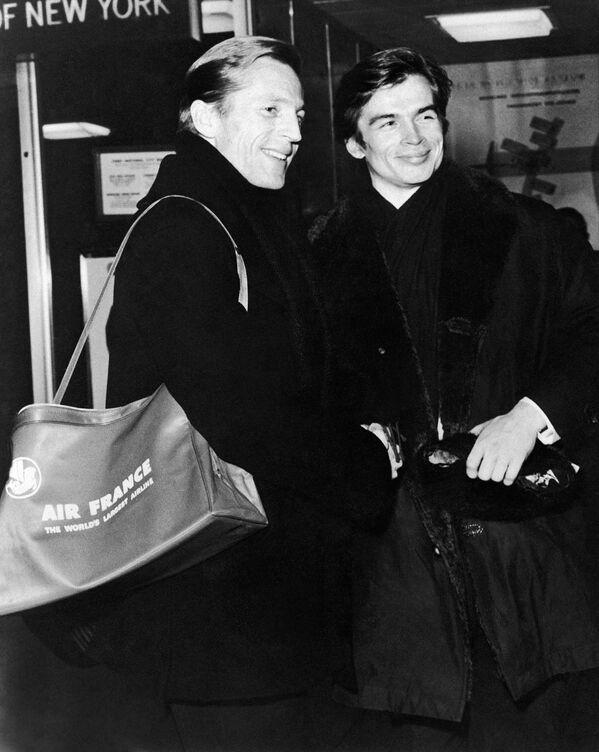 Эрик Брун и Рудольф Нуреев в международном аэропорту в Нью-Йорке