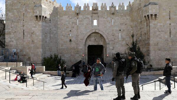 Израильские полицейские у Дамасских ворот в Старом городе Иерусалима
