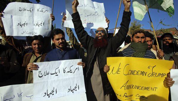 Пакистанцыв во время акции протеста против решения Дональда Трампа признать Иерусалим столицей Израиля в Пешаваре. 7 декабря 2017
