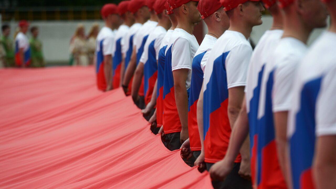 В Крыму развернули километровый флаг России