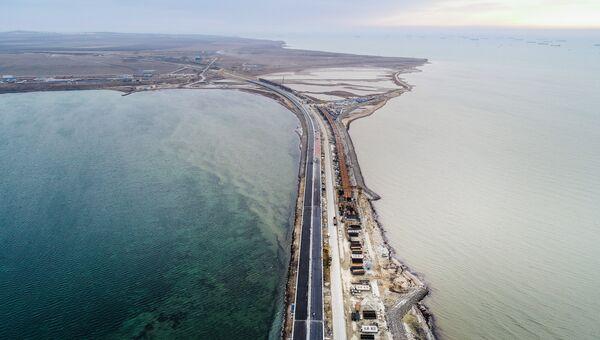 Вид на строящийся Крымский мост в Керченском проливе. Архивное фото