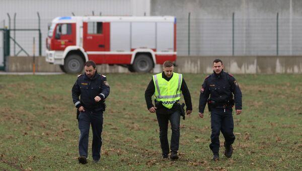Полицейские на месте взрыва газопровода в Баумгартене, Австрия