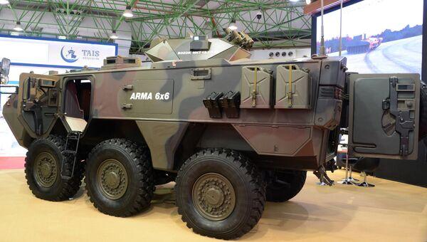 Универсальное многоколесное транспортное средство ARMA 6x6 турецкой компании Otokar на международной выставке вооружения и военной техники Gulf Defence & Aerospace-2017 в Эль-Кувейте