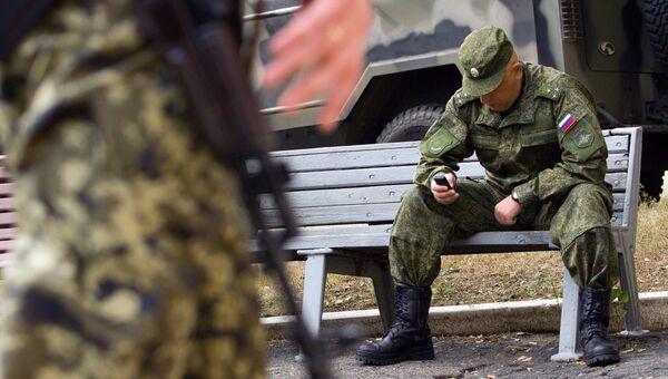 Российский военнослужащий СЦКК в Соледаре Донецкой области. Архивное фото