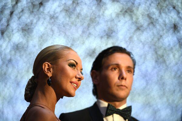 Танцоры Армен Цатурян и Светлана Гудыно на вечере, посвященном 60-летию танцевального спорта в России, в Малом зале Государственного Кремлевского дворца