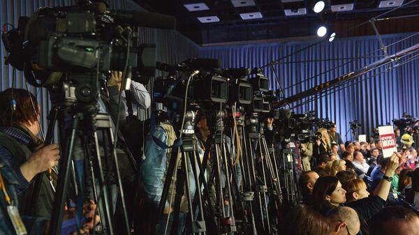 Журналисты на одиннадцатой большой ежегодной пресс-конференции президента России Владимира Путина