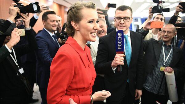 Телеведущая Ксения Собчак перед началом ежегодной большой пресс-конференции президента РФ Владимира Путина