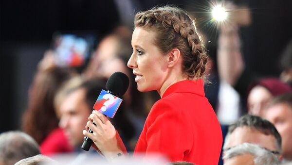 Журналист телеканала Дождь Ксения Собчак во время ежегодной большой пресс-конференции президента РФ Владимира Путина