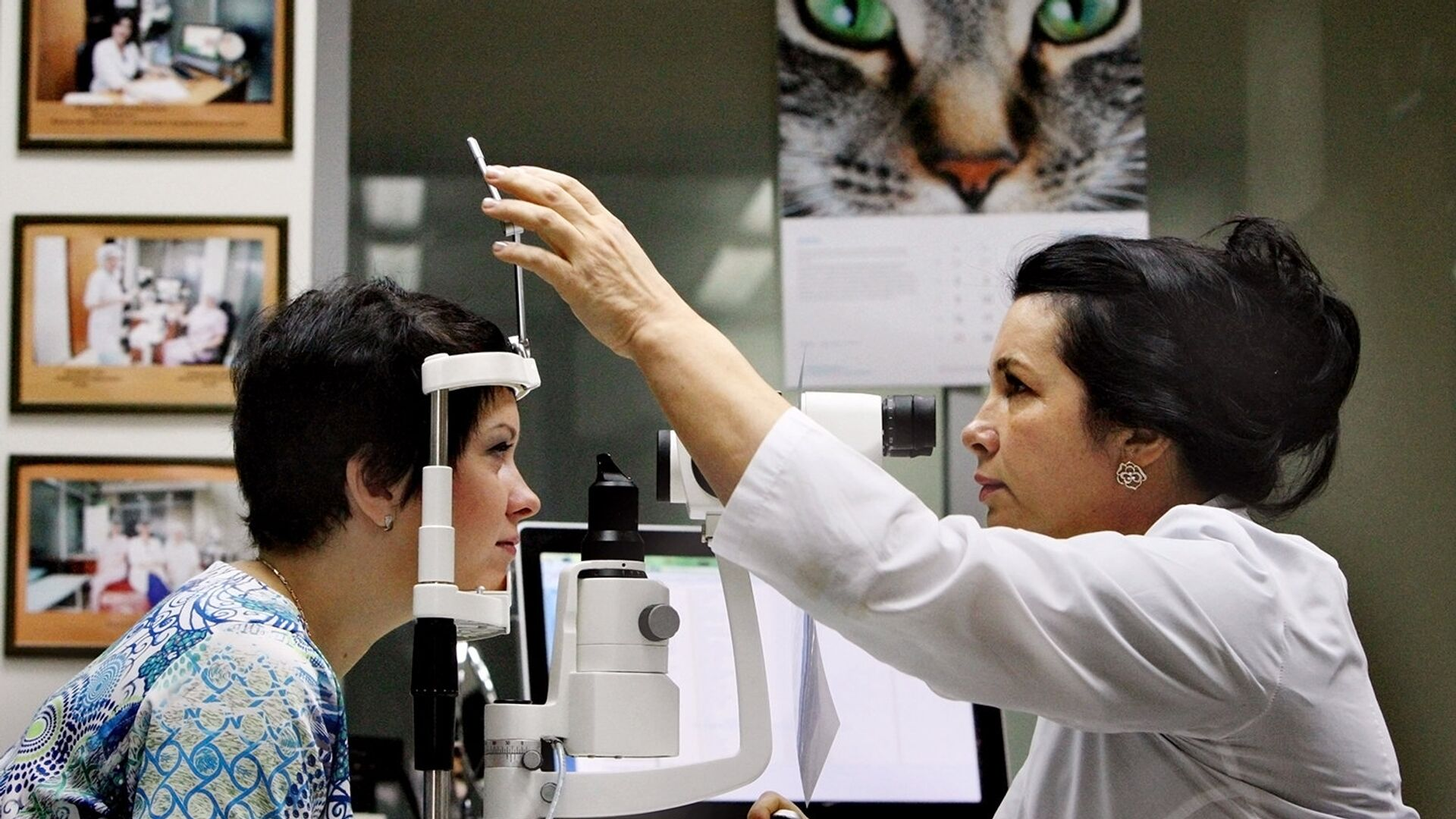 Прежде чем идти выбирать контактные линзы ли очки, необходимо обследоваться у офтальмолога - РИА Новости, 1920, 20.03.2021