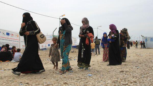 Женщины с детьми в лагере беженцев в Ираке