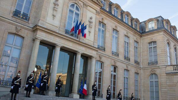 Почетный караул у Елисейского дворца в Париже