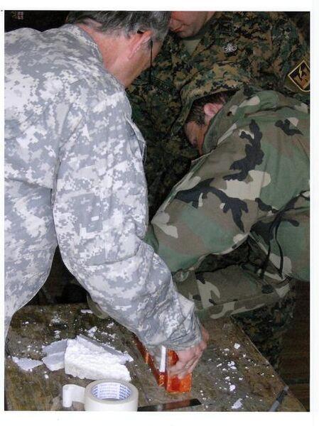 Иностранные инструкторы проводят занятия с грузинскими военными по изготовлению и установке мин-ловушек