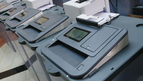 Новые комплексы обработки избирательных бюллетеней. Архивное фото