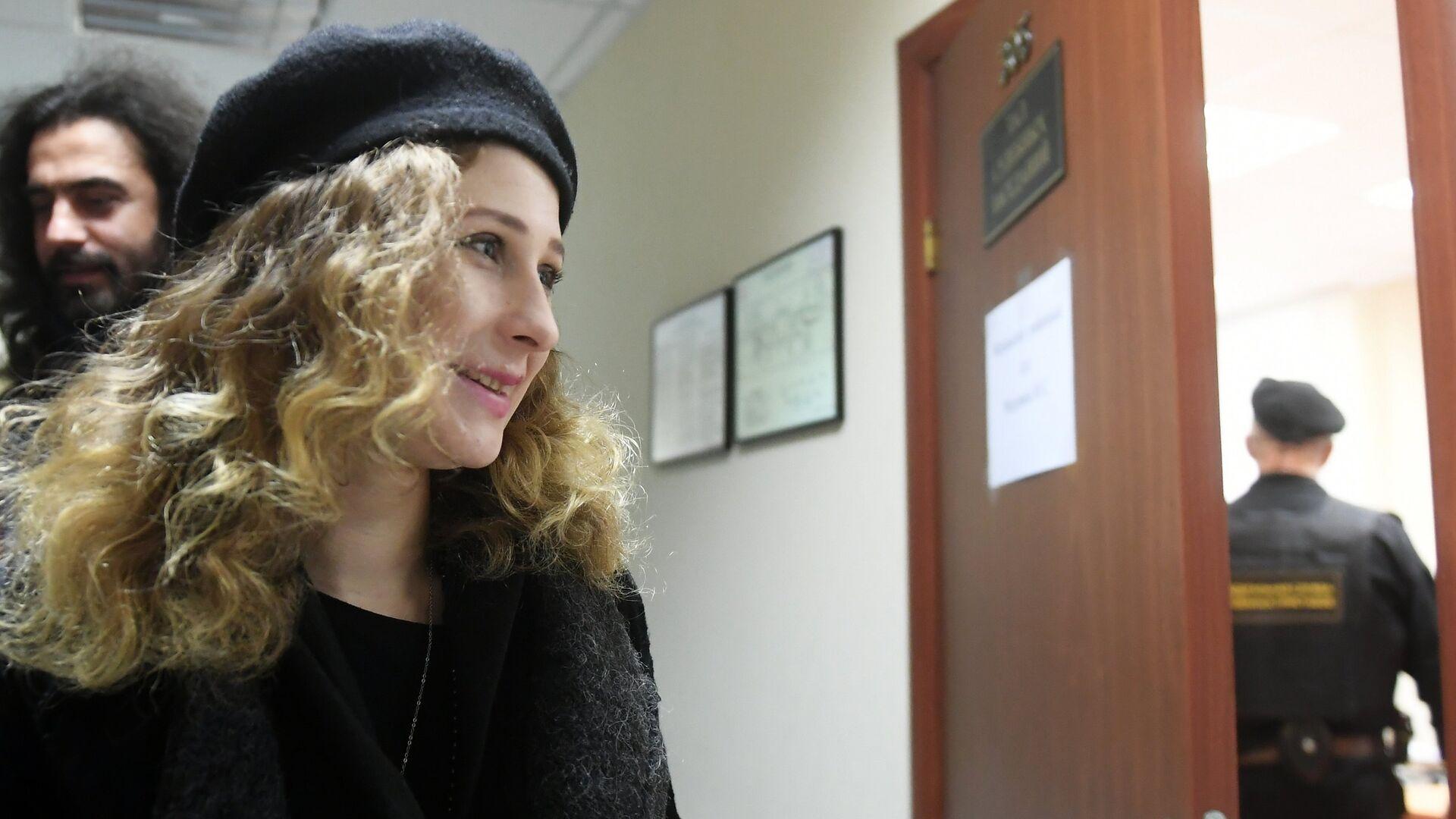 Суд арестовал на 15 суток участницу группы Pussy Riot Штейн