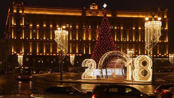 Новогодняя елка на Лубянской площади в Москве