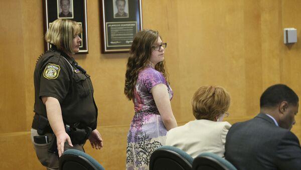 Анисса Вейер, 15 лет, в суде города  Ваукеша, штат Висконсин. 20 февраля 2017