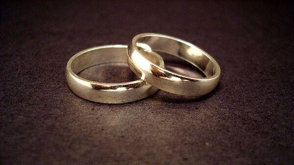 Свадебные кольца, архивное фото