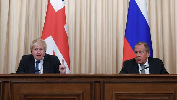 Министр иностранных дел России Сергей Лавров и министр иностранных дел Великобритании Борис Джонсон во время пресс-конференции