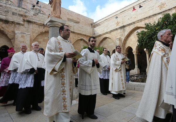 Праздничное богослужение в канун Рождества в церкви Рождества Христова в Вифлееме