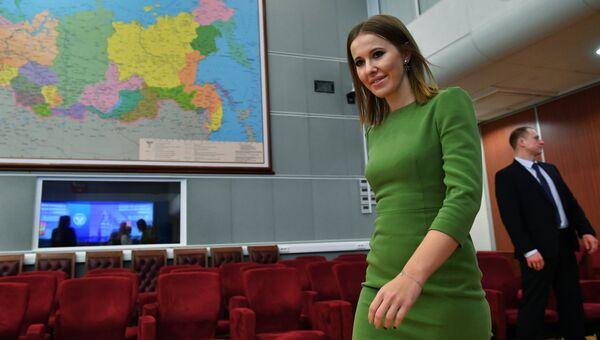 Ксения Собчак во время подачи документов в ЦИК России по выдвижению кандидатом на президентских выборах