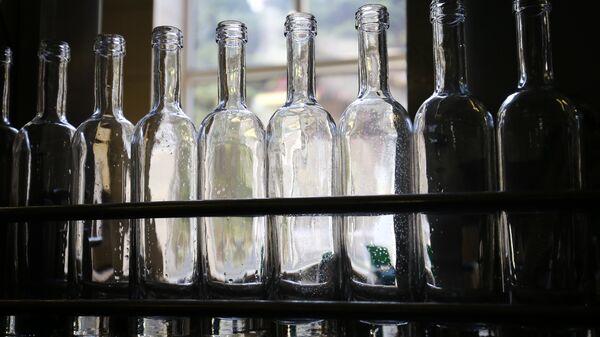 Бутылки для алкогольной продукции. Архивное фото