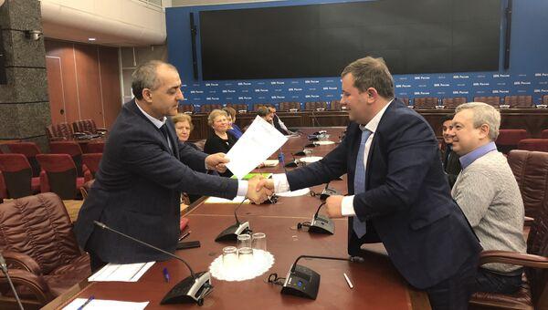 Лидер Социал-демократической партии России Сираждин Рамазанов подал в ЦИК РФ документы для выдвижения на выборах президента России