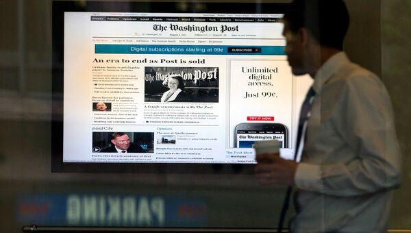 Сайт газеты Washington Post на экране в здании редакции. Архивное фото