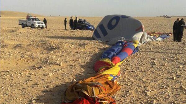 На месте падения воздушного шара в Луксоре, Египет. 5 января 2018
