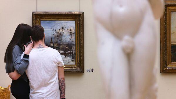 Посетители в Третьяковской галерее в новогодние каникулы