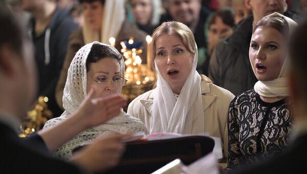 Рождественское богослужение в церкви Святых и Праведных Симеона Богоприимца и Анны Пророчицы в Санкт-Петербурге.