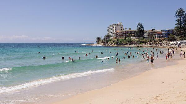 Отдыхающие на пляже в пригороде Сиднея, Австралия. 2 января 2017
