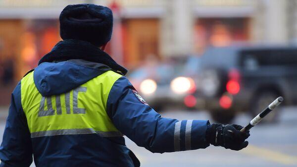 Сотрудник дорожно-патрульной службы