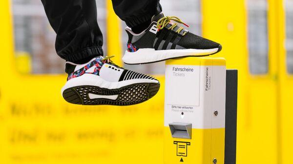 Спортивные кроссовки, разработанные Adidas и Берлинским управлением транспорта
