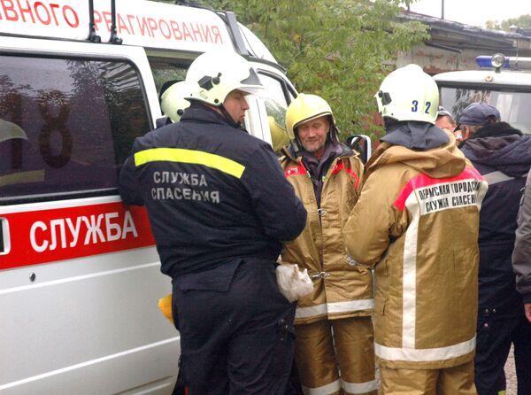 Спецслужбы в районе падения пассажирского самолета Boeing-737-500 в Перми