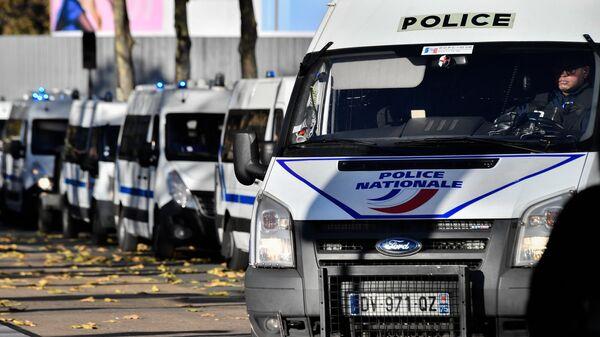 Полицейские автомобили в Париже. Архивное фото