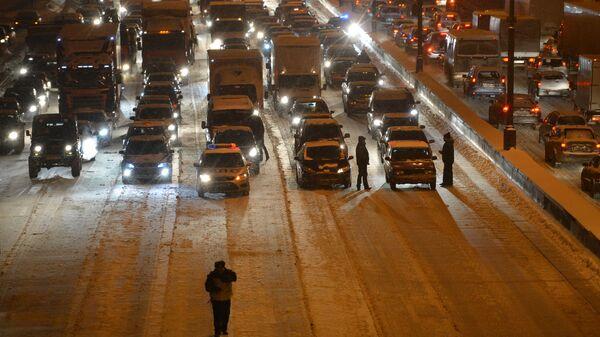 Автомобильные пробки в Москве в снегопад