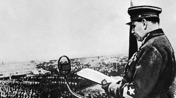 Командующий войсками ОДВА маршал Василий Блюхер принимает военную присягу войск Хабаровского гарнизона, 1935 год