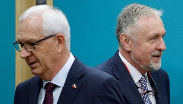 Кандидаты в президенты Чехии Иржи Драгос и Мирек Тополанек перед дебатами в Праге. 12 января 2018