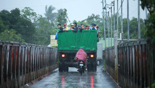 Эвакуация филиппинцев после извержения вулкана Майон. 15 января 2018 года