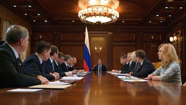 Председатель правительства РФ Дмитрий Медведев проводит совещание о совершенствовании законодательства о сельскохозяйственных землях. 17 января 2018