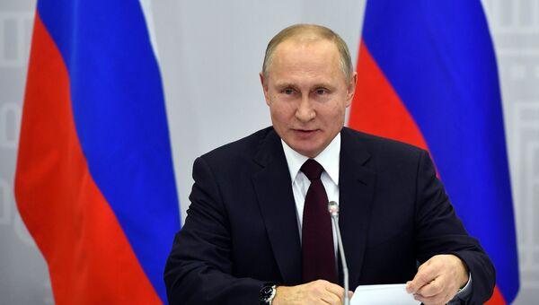 Владимир Путин на встрече с участниками форума малых городов и исторических поселений. 17 января 2018