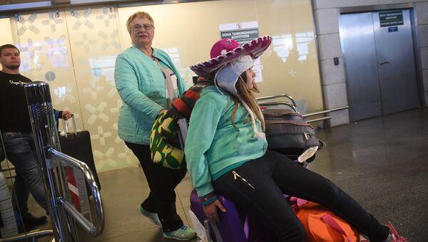 Прилет российских туристов из Мексики в аэропорту Внуково