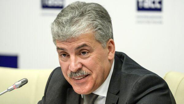 Кандидат в президенты РФ Павел Грудинин во время пресс-конференции в Санкт-Петербурге. 19 января 2018