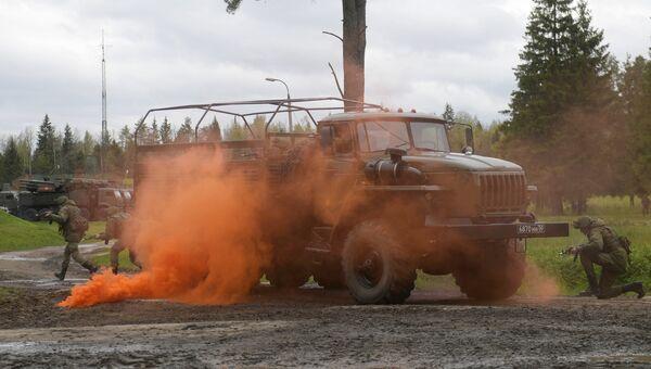 Зенитные ракетные комплексы С-400 Триумф во время учений подразделений ракетного полка по выполнению задач боевого дежурства в Московской области