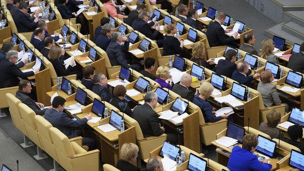 Депутаты на пленарном заседании Государственной Думы РФ. 24 января 2018