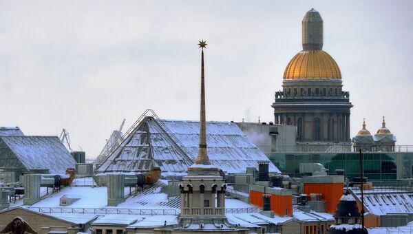 Вид на Исаакиевский собор в Санкт-Петербурге. Архивное фото
