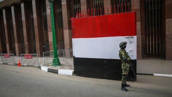 Египетский военнослужащий на одной из улиц Каира. Архивное фото