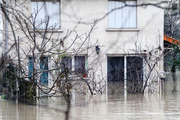 Затопленные улицы в Париже, из-за прошедших ливневых дождей