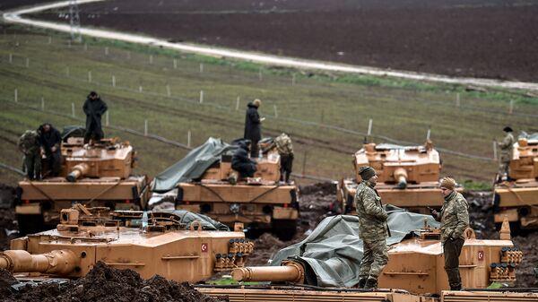 Турецкие военные вблизи сирийской границы в провинции Хатай. Январь 2018