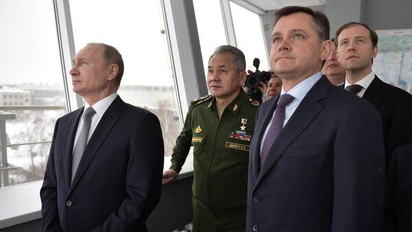 Президент РФ Владимир Путин наблюдает за демонстрационным полётом нового сверхзвукового стратегического бомбардировщика-ракетоносца Ту-160М Петр Дейнекин